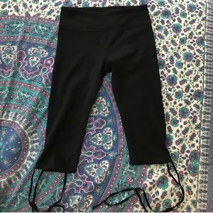 Black Capri Leggings w/criss-cross ties